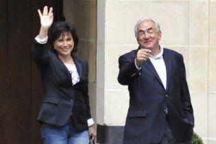 Экс-глава МВФ вернулся во Францию после ареста в США