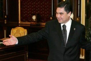 Президент Туркменії застряг у ліфті