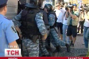 На Хрещатику затримано 8 активістів БЮТ, серед них - комендант містечка
