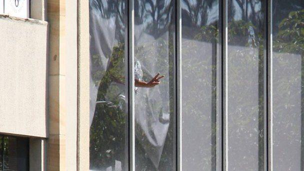 """Полиция Сиднея штурмом освободила 12-летнюю девочку, которую захватил отец-""""бомбист"""""""