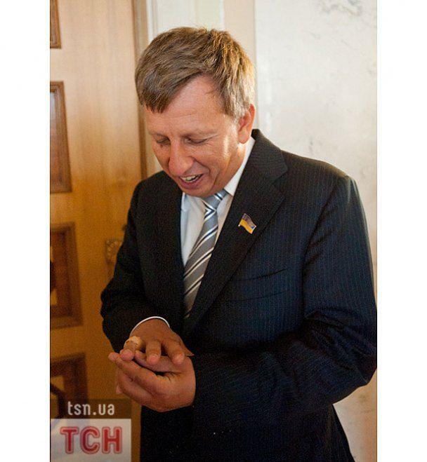 Чорновил на отдыхе целовал замки, а Ляшко избиратели носили на руках