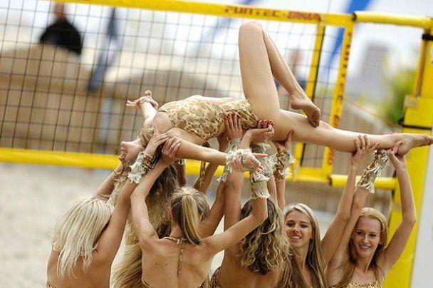 Красавицы из украинской группы поддержки ReD Foxes