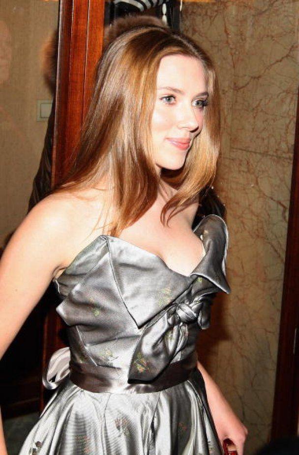 Сексапильная Скарлетт Йоханссон спела и снялась во вдохновенном видео