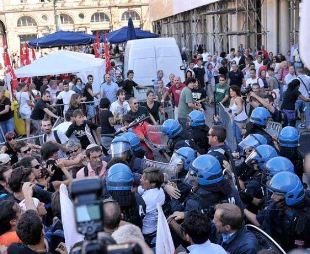 Заворушення в Римі: страйкарі закидали банки яйцями і побилися з поліцією