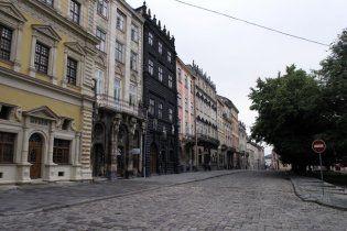 В центре Львова пластиковые окна заменят на деревянные