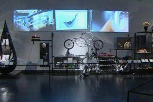 В Лондоне представили выставку курьезных произведений современного искусства