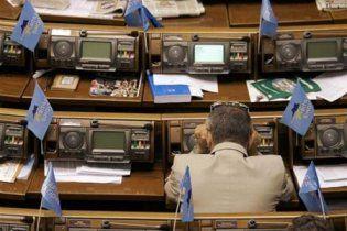 Регіонали і комуністи не бачать криміналу у нарузі над українською мовою