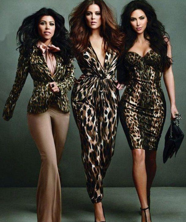 Зразкові модниці сестри Кардашян роздягнулись до трусиків