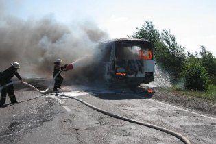 На Житомирщині згорів шкільний автобус, який розвозив дітей