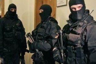 "Спецназ устроил маски-шоу в офисе ""Эпицентра"""