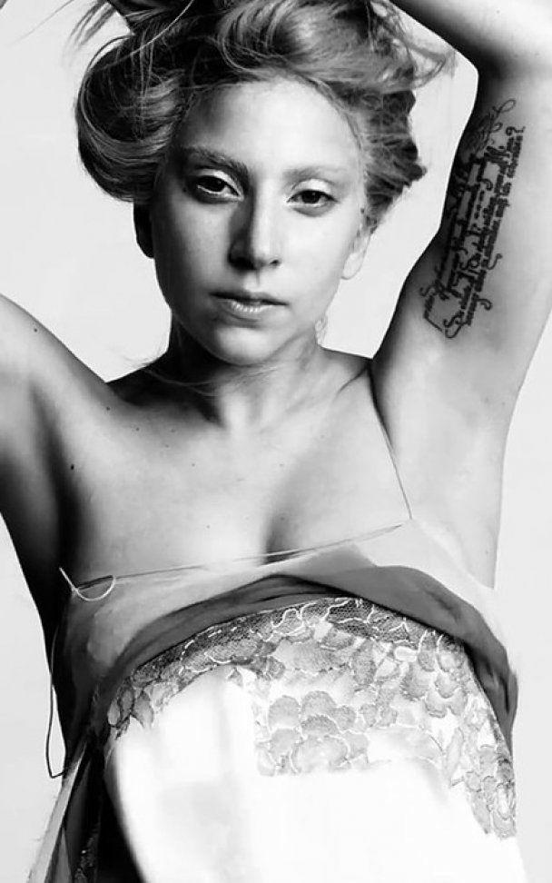Епатажна Lady Gaga вразила шанувальників невимовною жіночністю