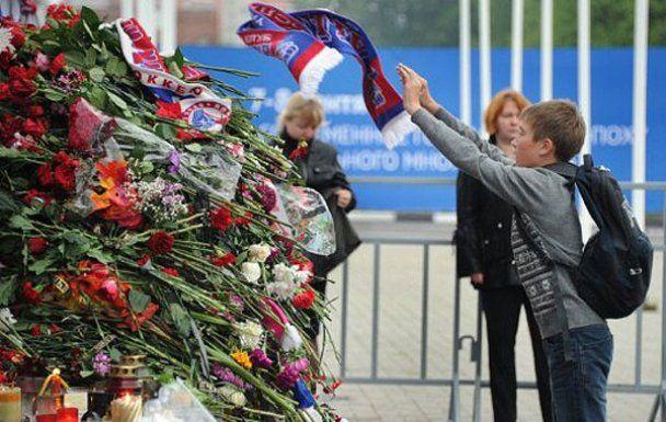 """СМИ: фанат """"Локо"""" совершил акт самосожжения из-за гибели команды"""
