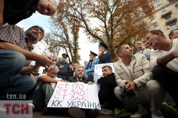 """""""Беркут"""" дубинками розігнав прихильників Тимошенко на Хрещатику"""
