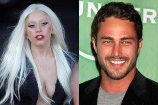 """Lady Gaga закрутила роман з актором із серіалу """"Щоденники вампіра"""""""