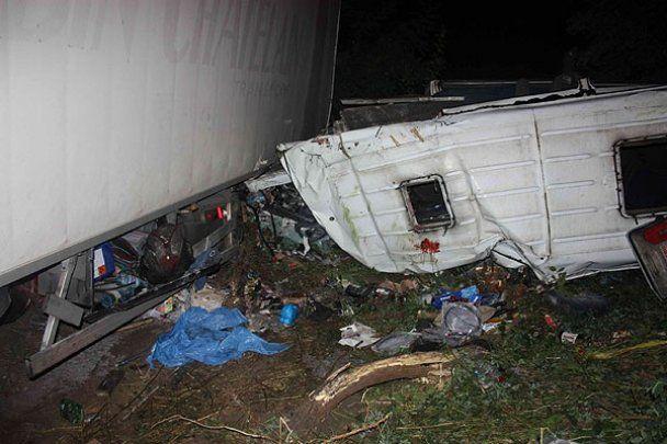 Ужасное ДТП на Черниговщине: столкнулись грузовик и микроавтобус
