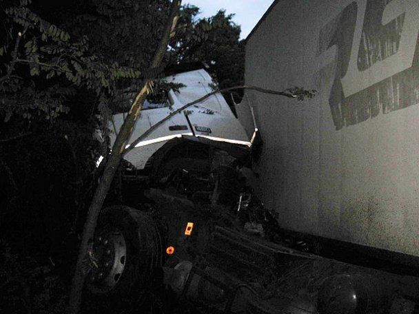 Жахливе ДТП на Чернігівщині: зіткнулись вантажівка та мікроавтобус