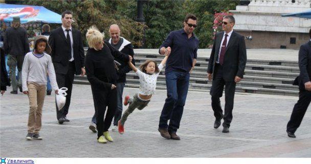 Х'ю Джекман у Москві бавився з дітьми на Красній площі