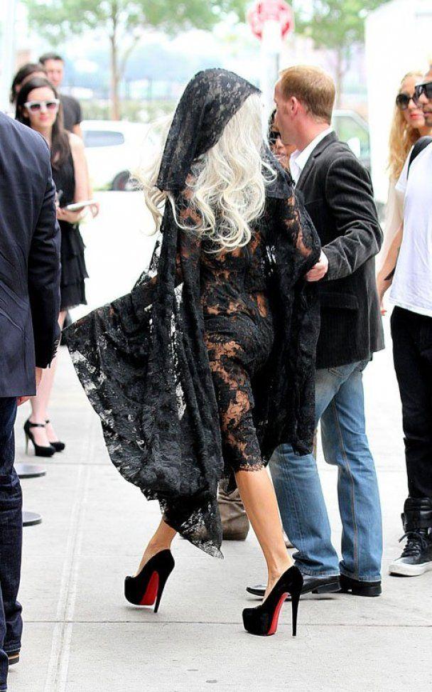 Lady Gaga оплакивала жертв терактов 11 сентября полуобнаженной