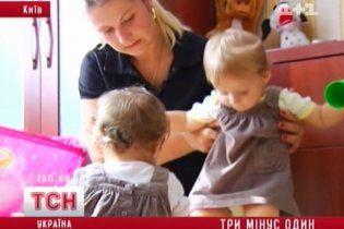 В Киеве у матери тройни украли третьего ребенка