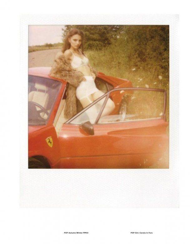 Відома німецька модель влаштувала еротичні ігри з Ferrari