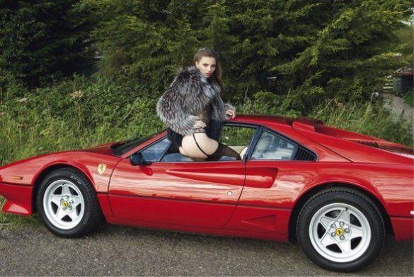 Карола Ремер осідлала вінтажний Ferrari_9
