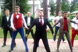 """Запальний танець """"Дмитра Мєдвєдєва"""" став хітом рунету"""