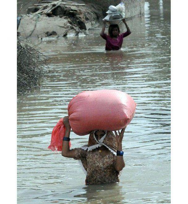 У сильній повені в Пакистані загинули сотні людей