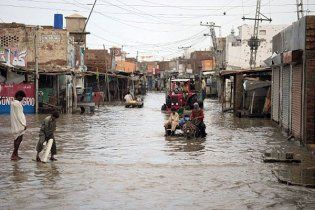 Сильні повені у Пакистані забрали життя понад тисячі осіб