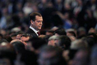Медведев заверил, что продолжает работать