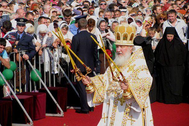 Патриарха Московского и всея Руси Кирилла встретили в Луганске