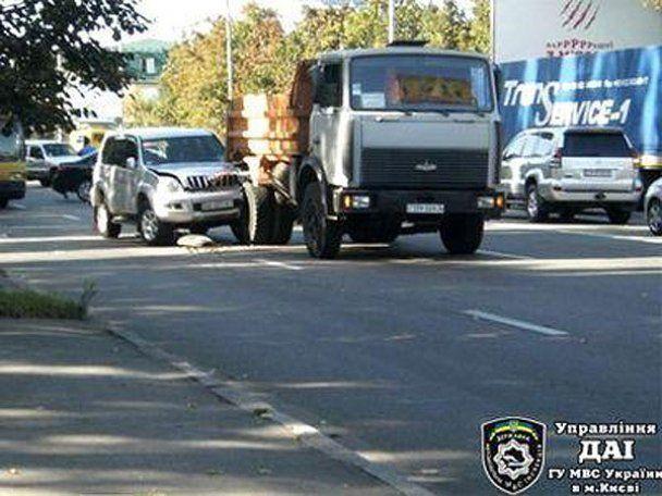 Масштабное ДТП в Киеве с участием грузовика и 9 авто