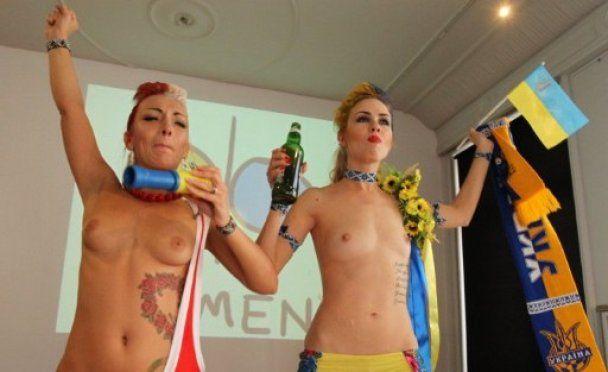 Голі FEMEN шокували Польщу Блядеком і Блядком
