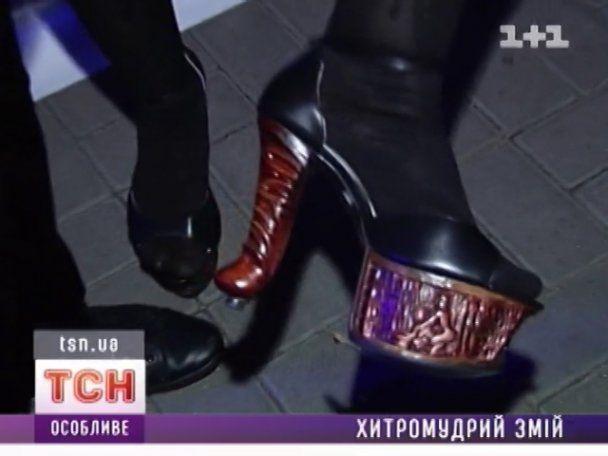 Епатажна Ірина Білик надягнула на ноги фалоси