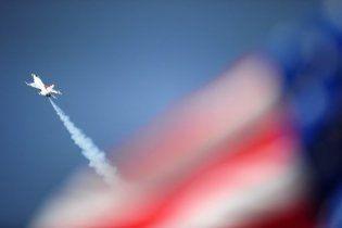 Спортивный самолет упал на трибуну в США: более 70 пострадавших