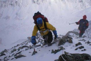 На Казбеке начали эвакуацию украинских альпинистов после смерти руководителя группы