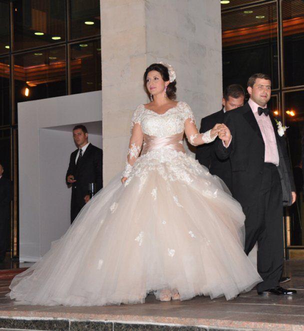Вагітна Жасмін вийшла заміж за молдавського мільйонера