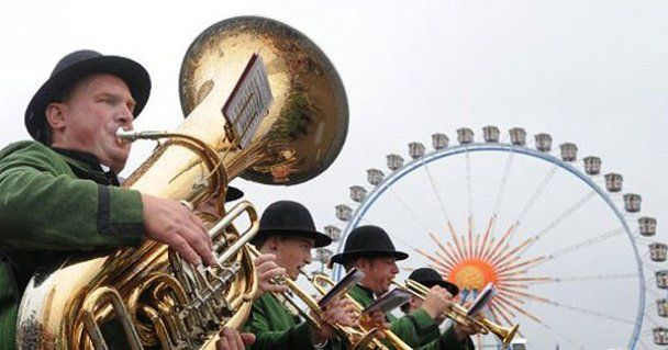 """В Германии начался крупнейший в мире фестиваль пива """"Октоберфест"""""""