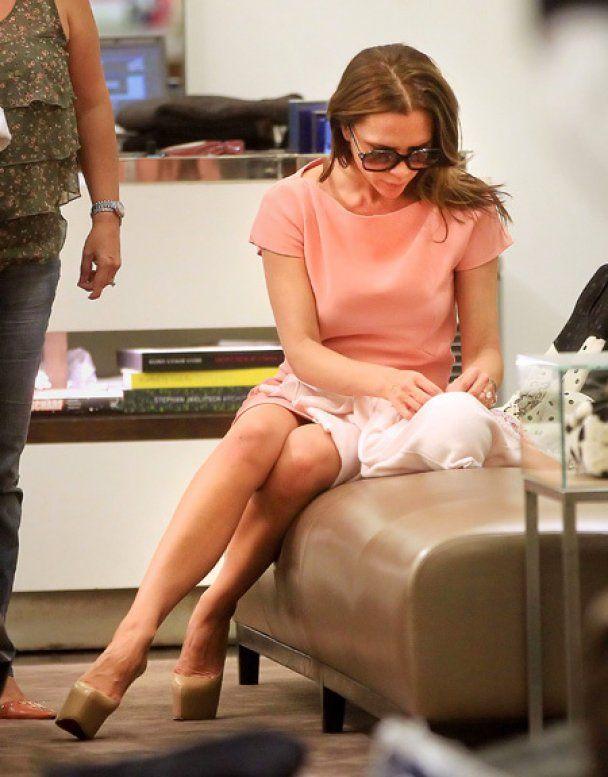 """Вікторія Бекхем змінила доньці підгузник прямо в бутику """"Prada"""""""