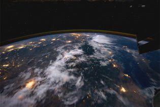 Британский учитель обогнул земной шар за 60 секунд (видео)