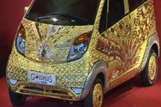 В Індії презентували золоте авто з дорогоцінним камінням