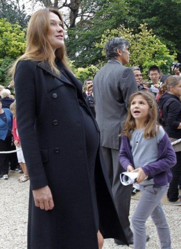 Карла Бруни-Саркози доставлена в роддом