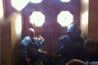 При штурме Рады депутаты от испуга снимали значки