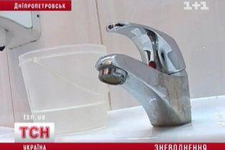 Дніпропетровську вирубили воду: місто без операцій, навчання і туалетів