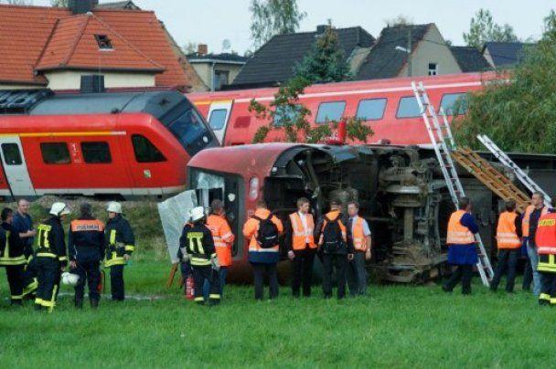 У Німеччині сталося зіткнення потяга і легковика, є жертви