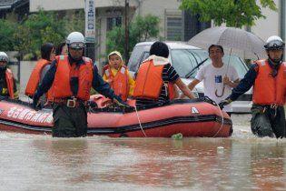 """В Японії від тайфуну """"Роке"""" загинули і зникли безвісти не менше 13 людей"""