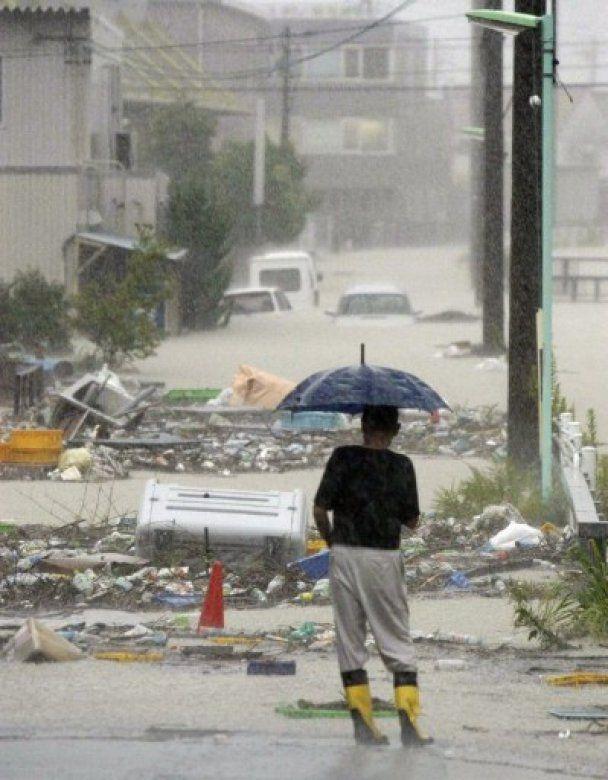На Японію насувається потужний тайфун Роке