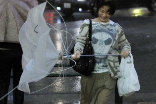 """У Японії тайфун """"Роке"""" вдарив по Токіо та рухається у бік """"Фукусіми"""""""