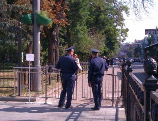Навколо Верховної ради встановили двометровий паркан