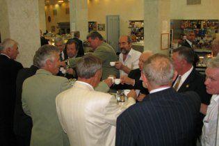 Литвин хоче урізати депутатам обідню перерву