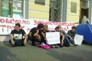 Студенты поставили палатки под Могилянкой: будут ждать отставки Табачника